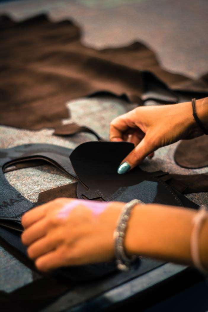 Artigiano al lavoro   Calzature Solazzo   Calzatura Artigianale   Made in Italy